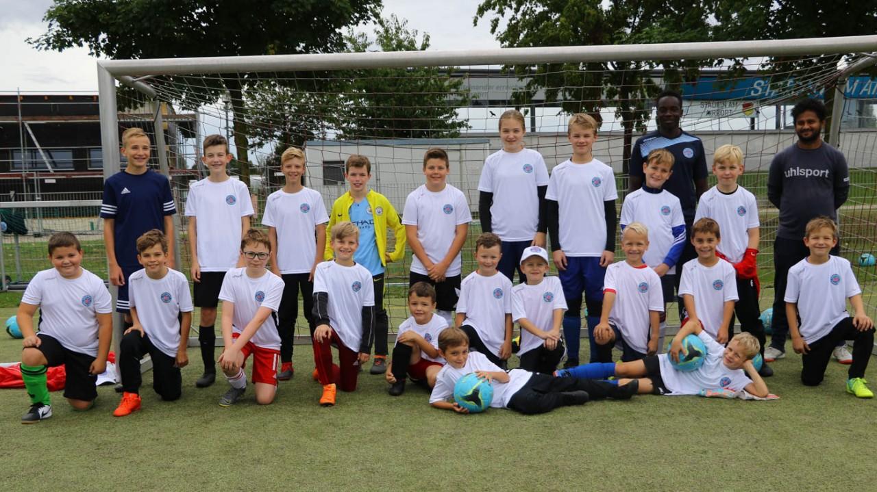 Erstes Trainingslager der Münchner und Hallbergsmooser Fußballschule gestartet