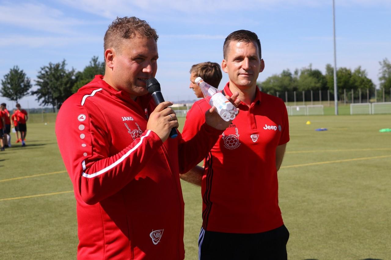 VfB Trainer und Hallbergmooser Fußballschule bieten Challenge für Jugendspieler an
