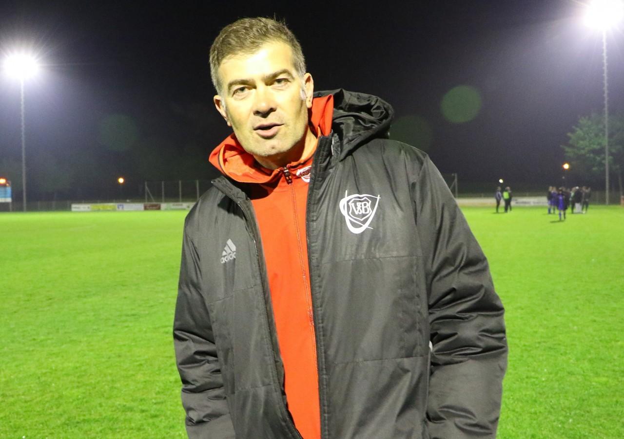 """""""Wir haben hier eine Vision"""" – Trainer Gedi Sugzda verlängert beim VfB Hallbergmoos"""